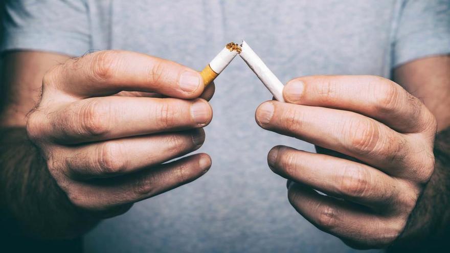 Sanitarios y asociaciones reclaman al Gobierno el fin del tabaquismo
