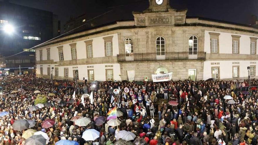 """Galicia se indigna: """"Lumes, Nunca Máis"""""""