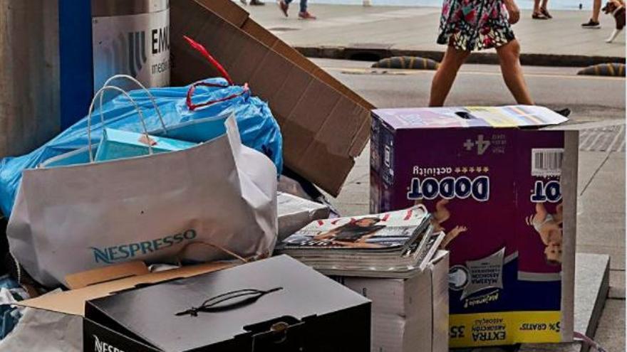 Los contenedores, sobre todo los de papel y los soterrados están siempre desbordados...