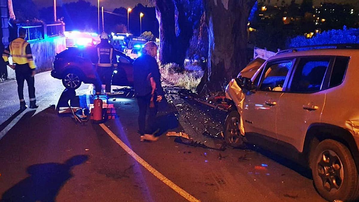 Los dos vehículos implicados en la colisión frontal ocurrida en Monte Lentiscal  en la que falleció un joven.