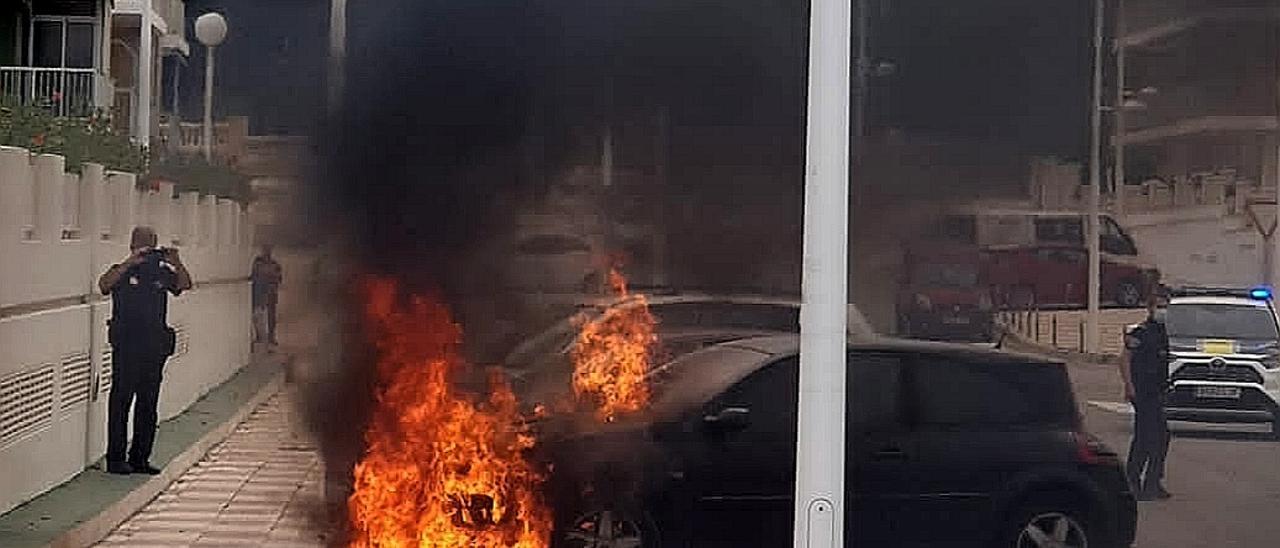 Incendio de un vehículo en Cullera