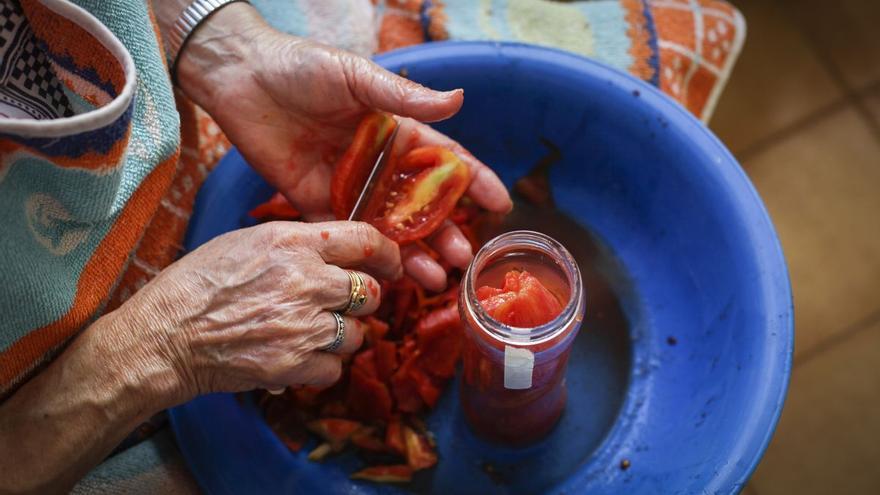 Un taller de conserva dentro de la Festa de la Tomata de Nules