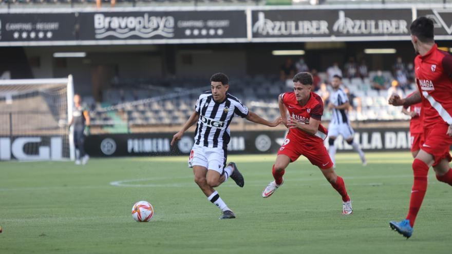 El Castellón vence y convence con juego y goles ante un Sevilla Atlético inoperante (2-0)
