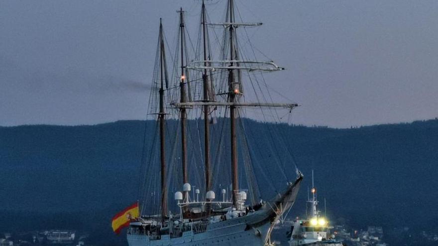El Juan Sebastián de Elcano está en Marín