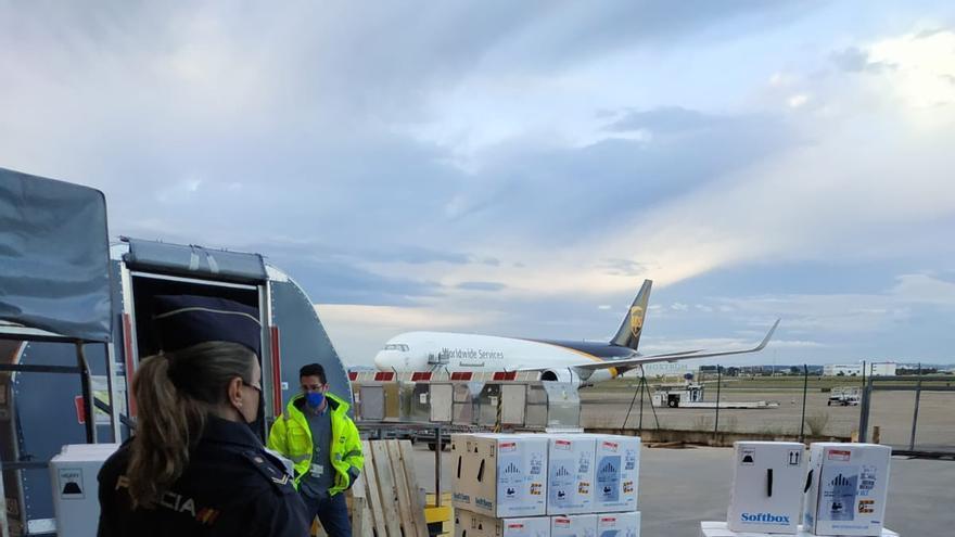 Aterrizan 188.000 dosis de Pfizer para la Comunitat Valenciana