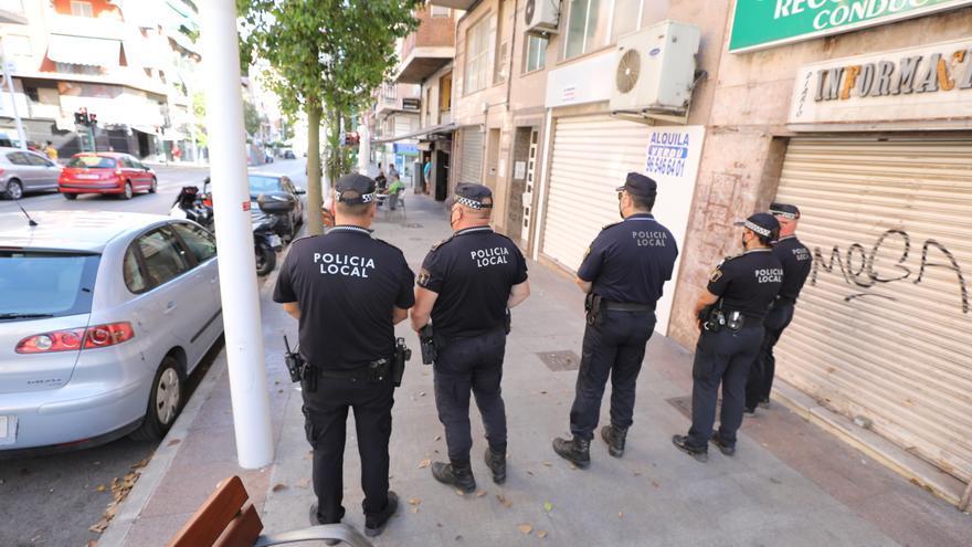 La Policía Local de Elche descubre un caso de malos tratos tras lanzar una embarazada una nota de auxilio por el balcón