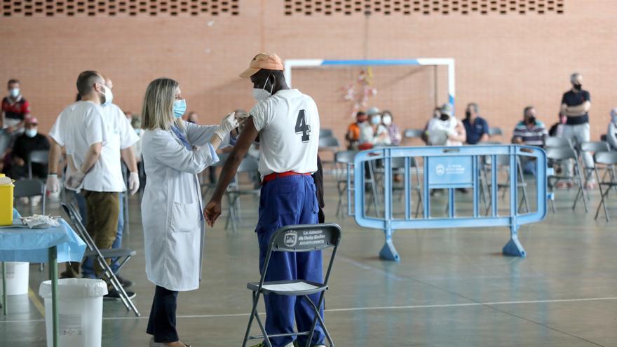 Aragón se propone vacunar a 2.500 temporeros cada semana