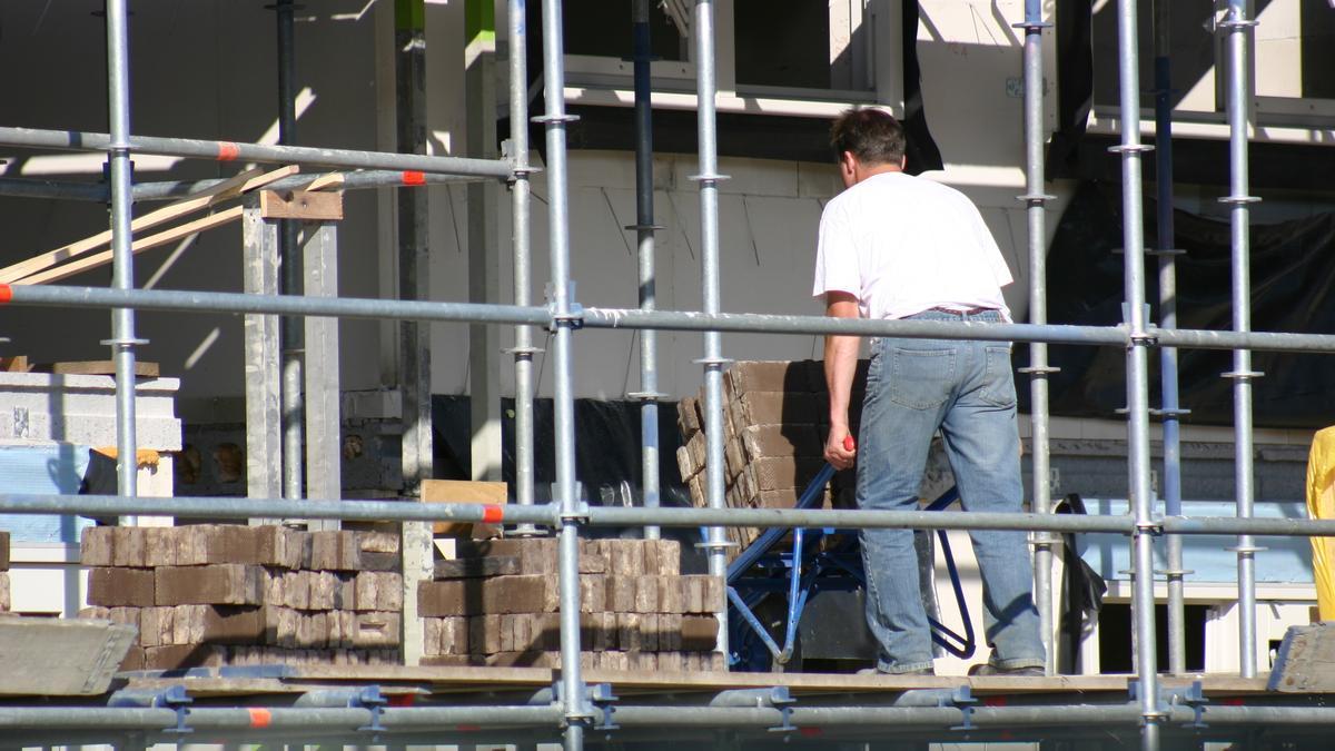 Un trabajador en una obra.