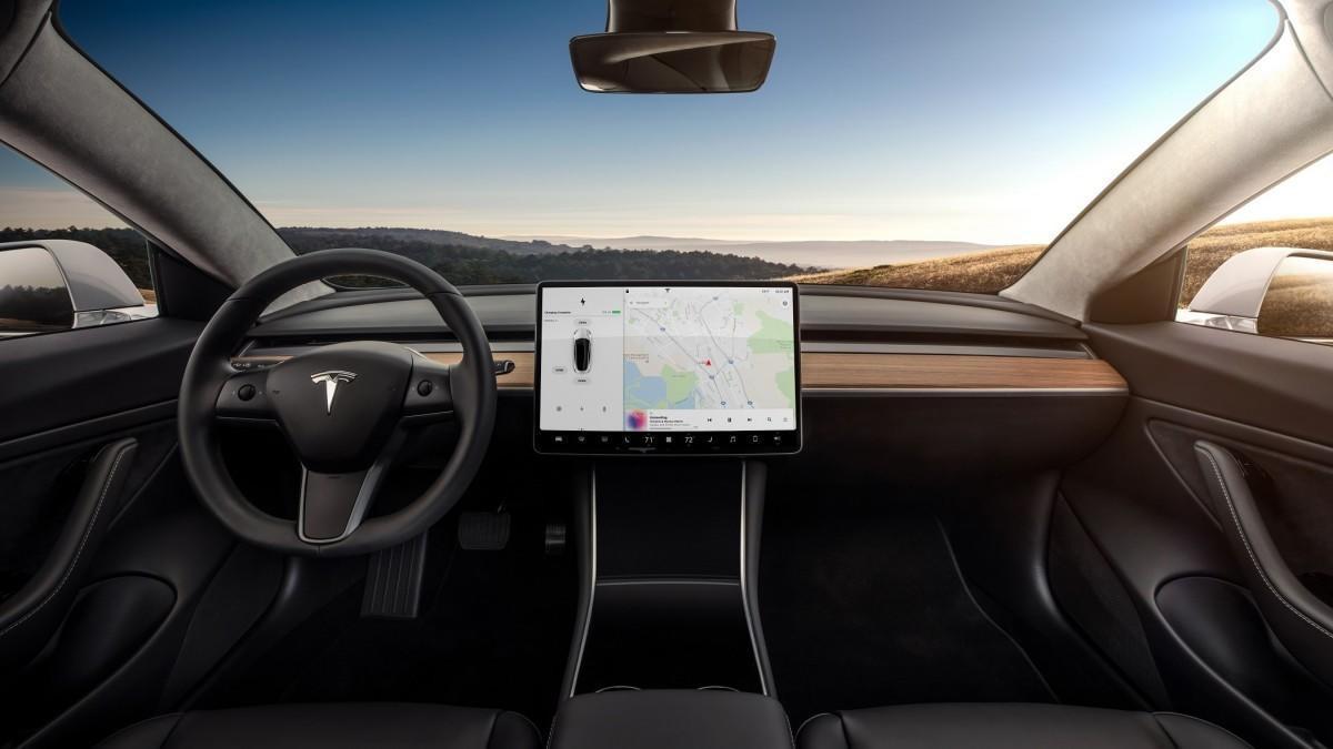 Tesla Model 3: Este es el problema que encontró un hacker en su pantalla