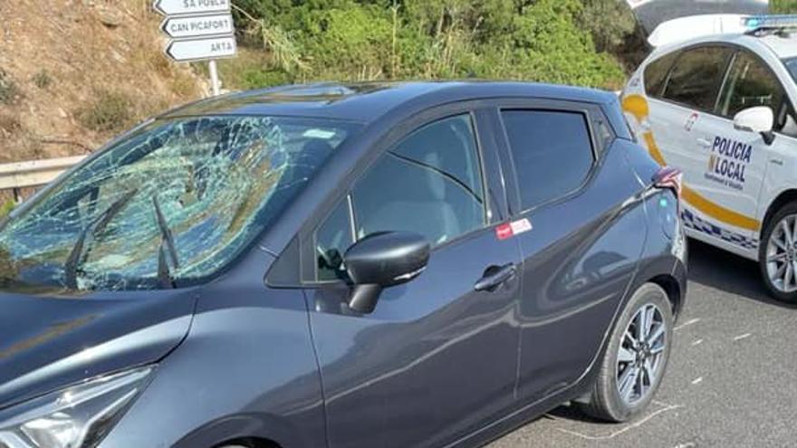 Un turista recién llegado a Mallorca provoca un accidente al circular en sentido contrario en Alcúdia