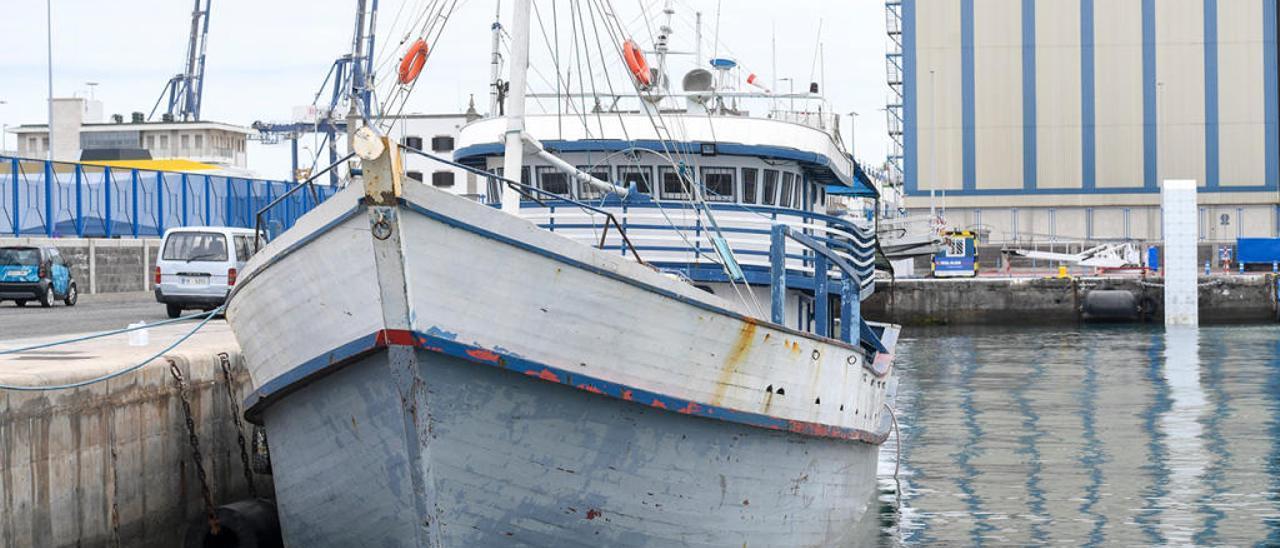 """El pesquero """"Apollo"""" en el puerto de Las Palmas. // La Provincia"""