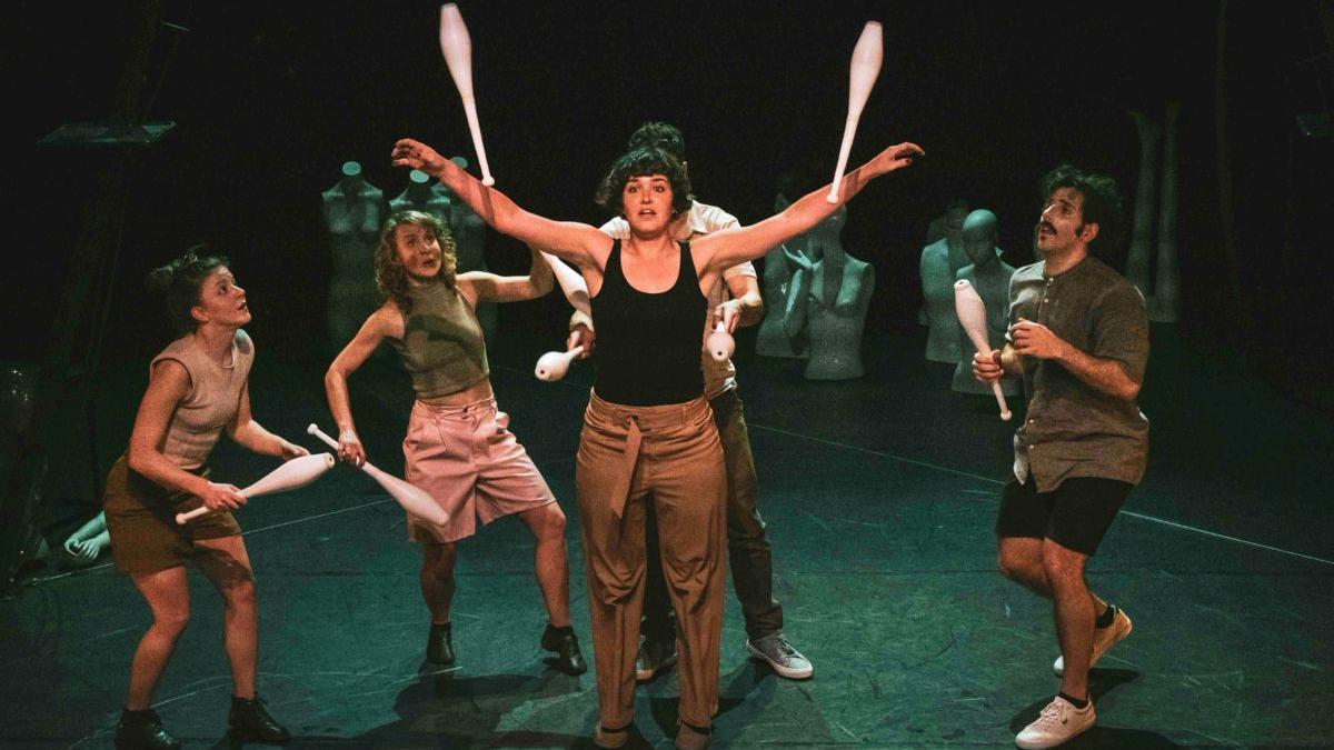 El trabajo de Spinish Circo invadirá octubre de acrobacias y movimientos.