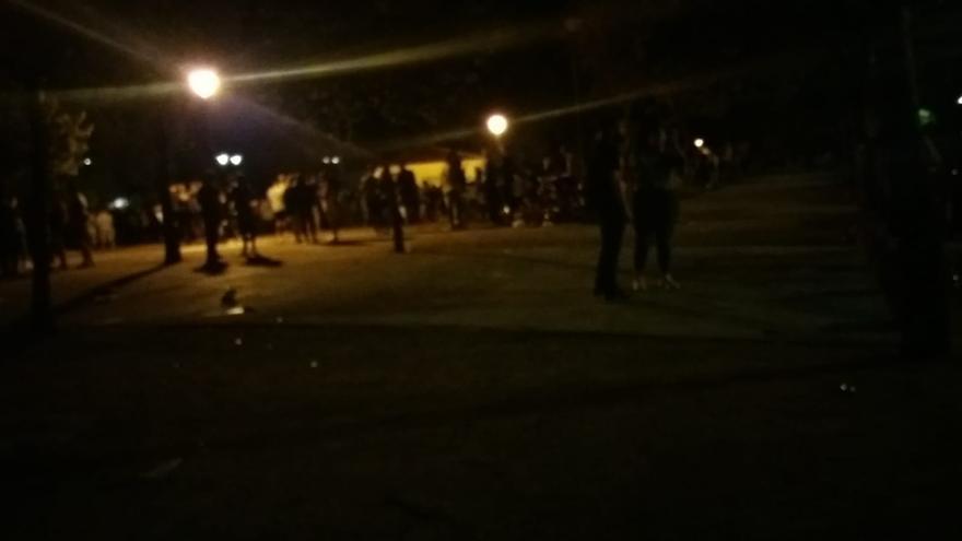 Botellón multitudinario en Blasco Ibáñez pese al mal tiempo