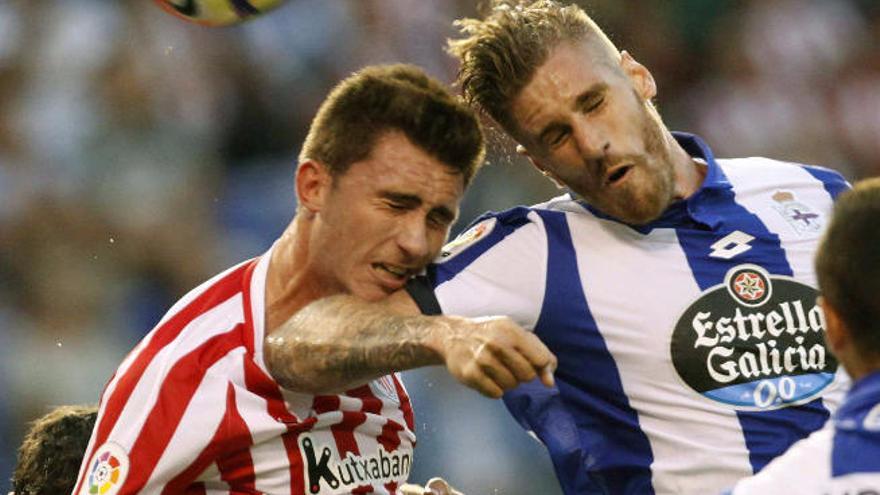 Un golazo de Raúl García da aire al Athletic en Riazor