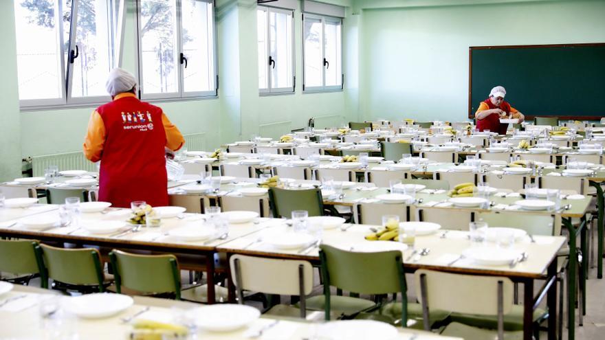 Familias del comedor escolar denuncian un desfase en el cobro a más de 100 alumnos