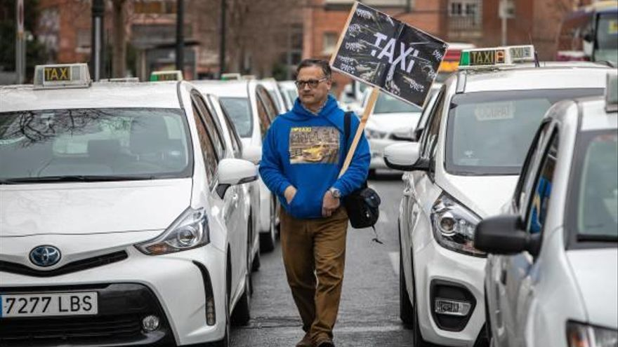 El taxi exige un régimen sancionador más duro contra Uber y Cabify