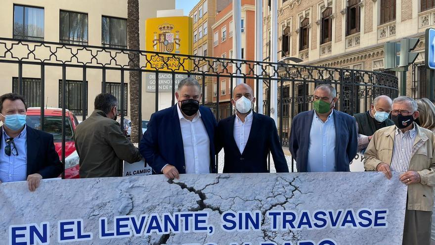 Murcia acoge la segunda concentración de los agricultores contra los recortes en el Tajo-Segura