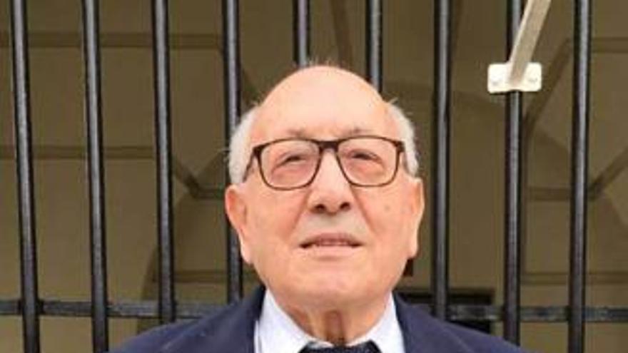 """Fallece el """"Hermano Tomás"""", el mítico entrenador asturiano de balonmano a los 91 años"""