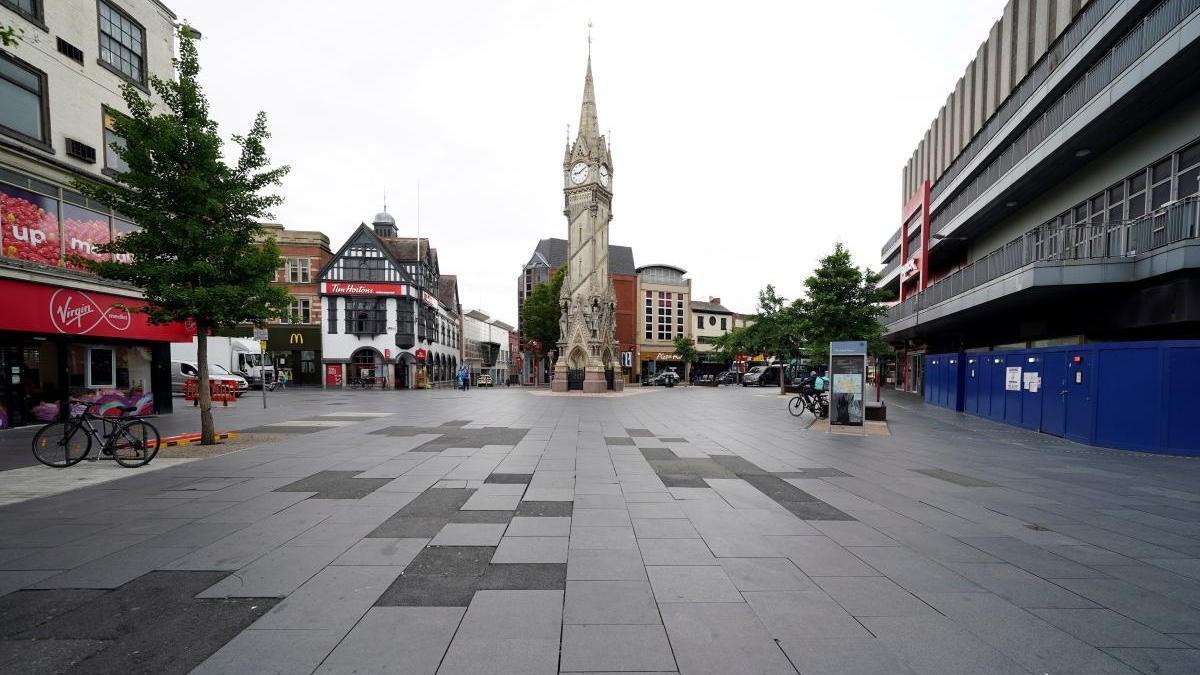 Calles de Leicester vacías por el confinamiento para contener la pandemia.