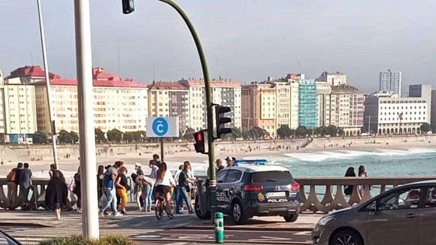 Dos detenidos por robar a los bañistas al descuido en una playa de A Coruña