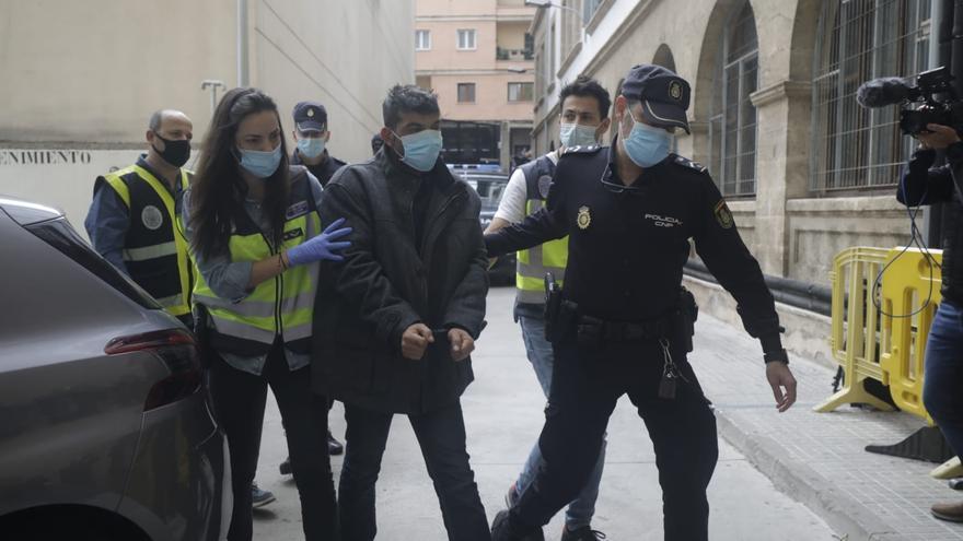 El detenido por asesinar a su pareja en Palma guarda silencio ante el juez