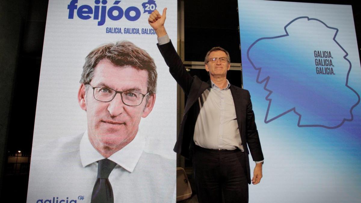 Feijóo en el arranque de la campaña electoral en A Coruña.