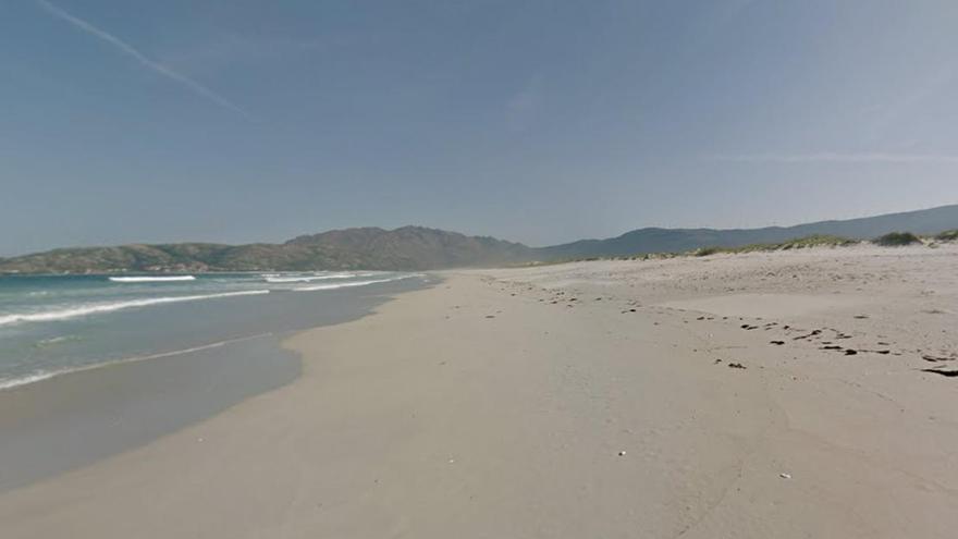 Desalojan a 40 estudiantes Erasmus que hacían botellón en una playa gallega