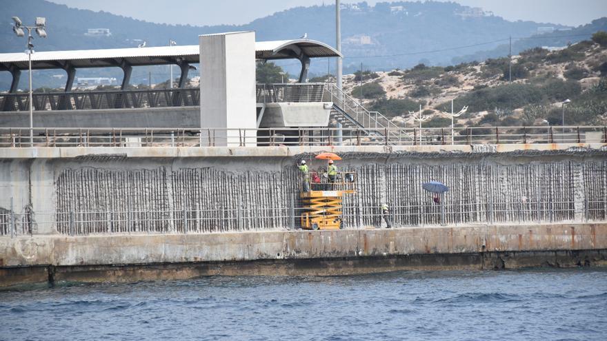 Una sentencia atribuye a la constructora y la falta de control las deficiencias en el dique de Botafoc de Ibiza