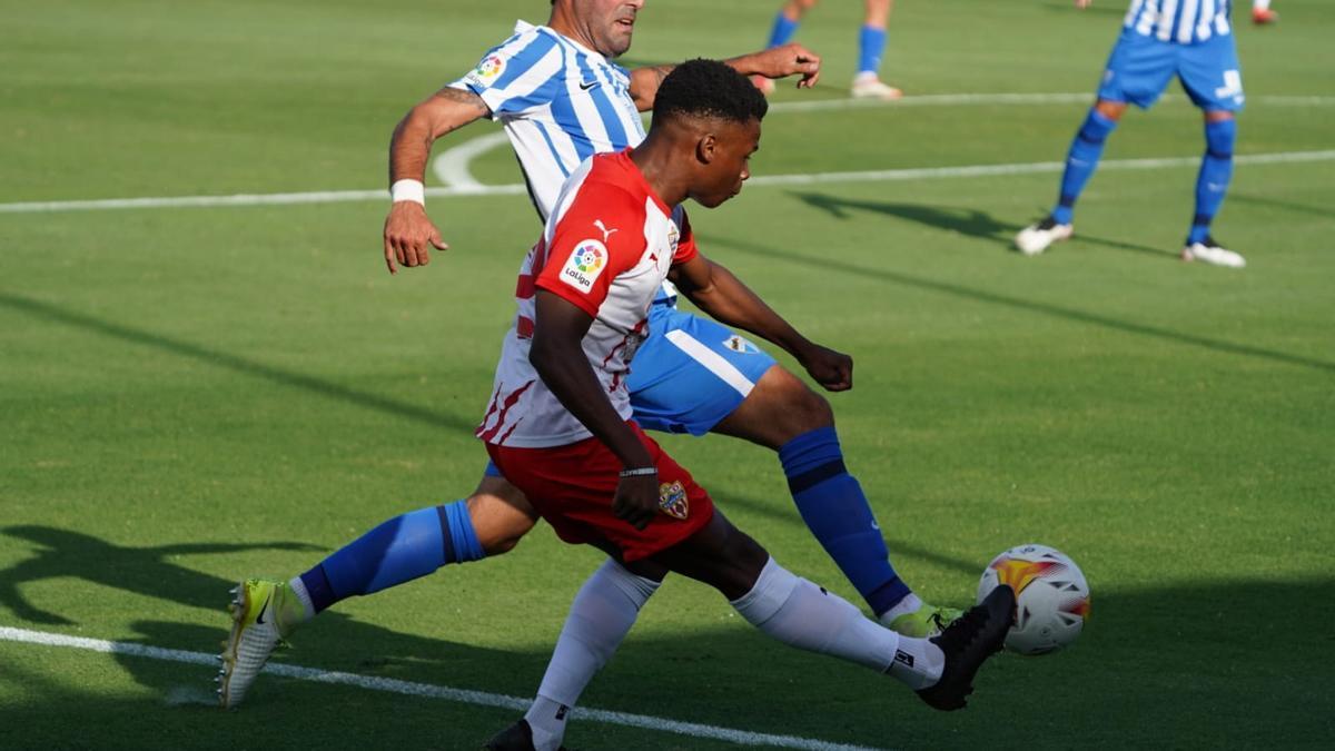 El Málaga y el Almería se midieron en el Marbella Football Center.