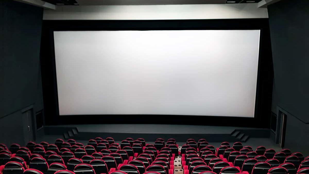 El cine se vacía.