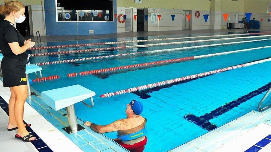 Usuarios de la piscina de Vilagarcía exigen su reapertura por prescripción facultativa
