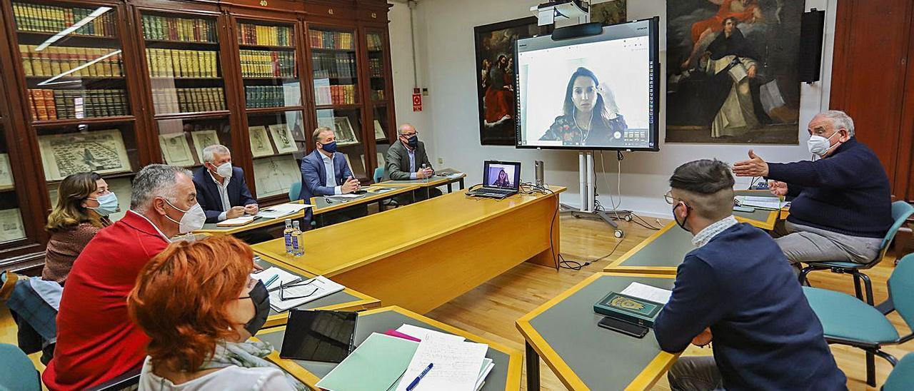 Reunión del consejo asesor del Vega Renhace, este lunes en el Archivo Histórico de Orihuela.