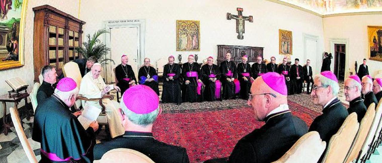 El Papa Francisco, el pasado viernes, en audiencia con los obispos de Francia. | Efe