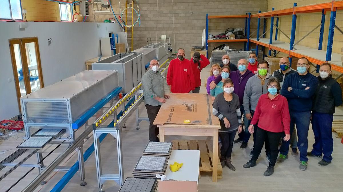 Imagen de los preparativos para la puesta en marcha de la factoría El Pitalaero, en la Todolella