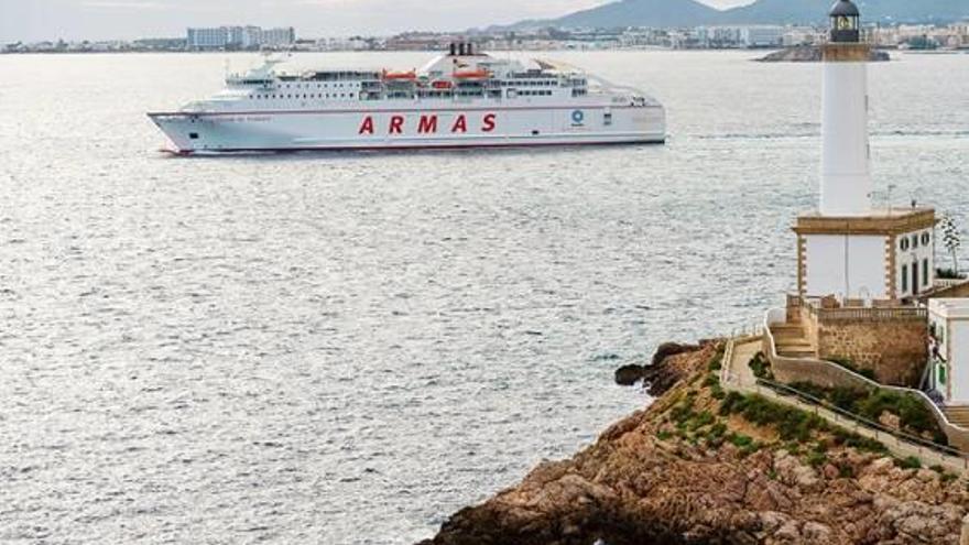 El ferri propicia el mayor encuentro empresarial entre la Safor e Ibiza