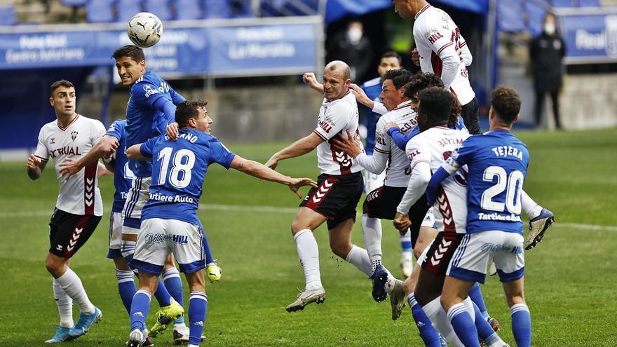 El Oviedo se encoge en el Tartiere: los azules llevan ya cuatro derrotas, una más que en toda la Liga pasada