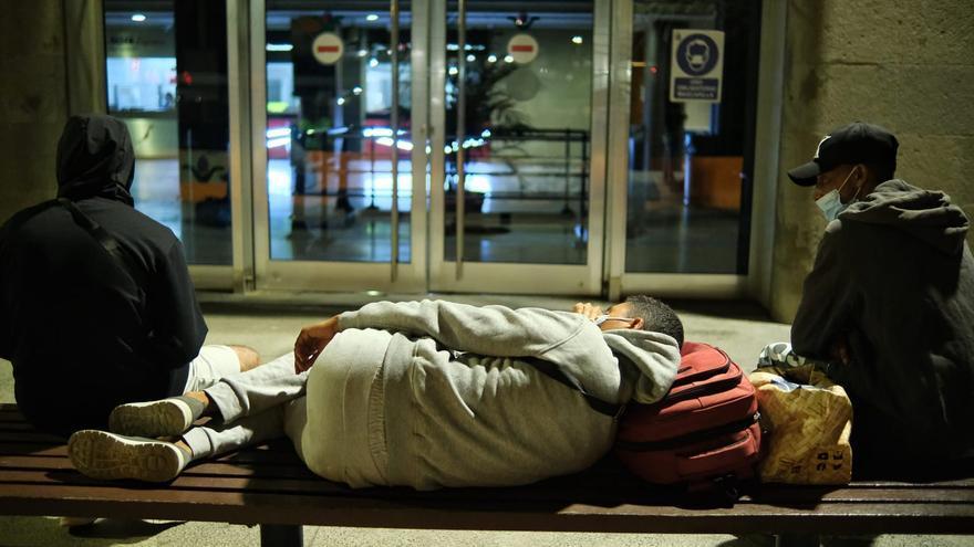 Más de un centenar de magrebíes en la Estación Marítima de Santa Cruz de Tenerife con la intención de llegar al Puerto de Huelva