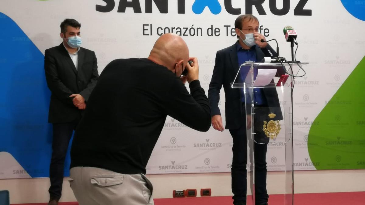 """Unidas Podemos denuncia ante la Fiscalía el """"saqueo"""" de Sacyr a Emmasa."""
