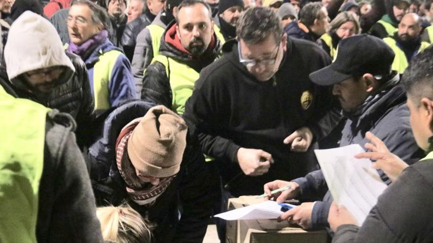 Els taxistes desconvoquen la vaga indefinida