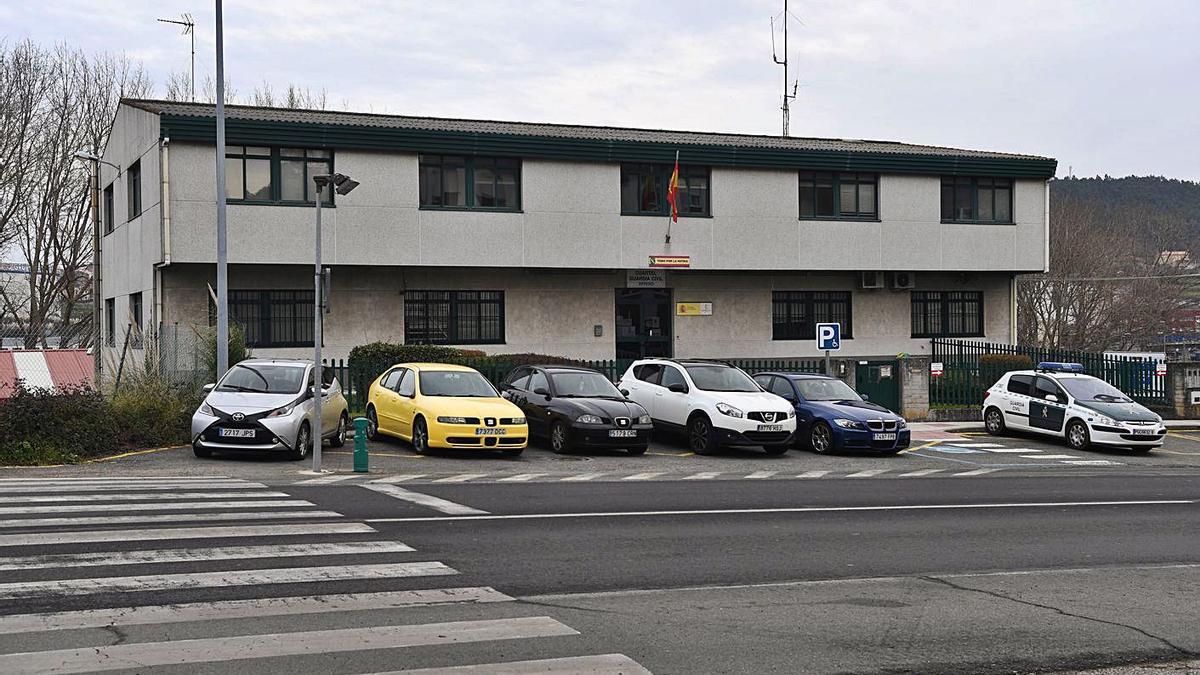 Solar que quiere el Concello, en el que ahora están la Guardia Civil y el almacén provincial. |   // CARLOS PARDELLAS