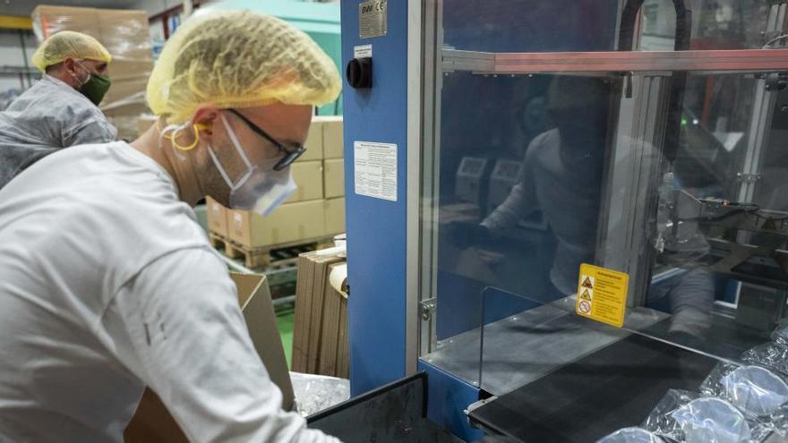 La producción industrial modera su caída al 5,7% en el mes de agosto