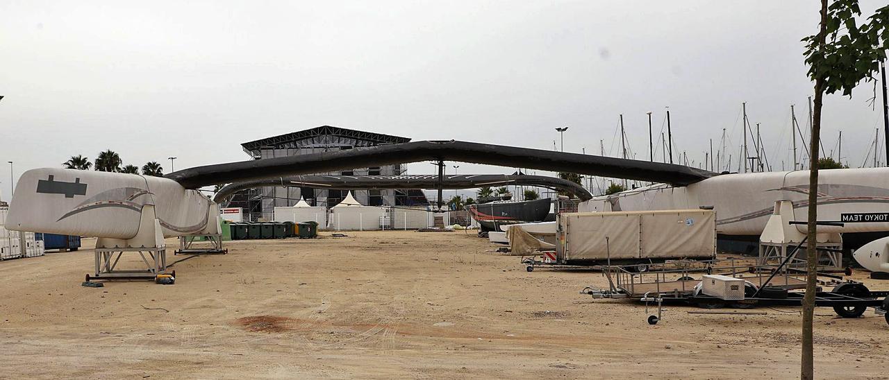 Zona de conciertos en la marina sur donde se almacenan embarcaciones de la Copa del Améria de 2007.   M.A.MONTESINOS