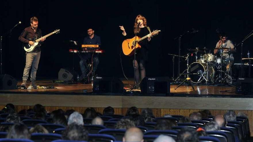 María Rodés ilumina la noche en Mieres
