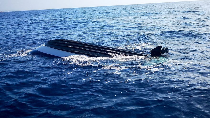 Dados de alta los  turistas rescatados sobre una tabla de surf