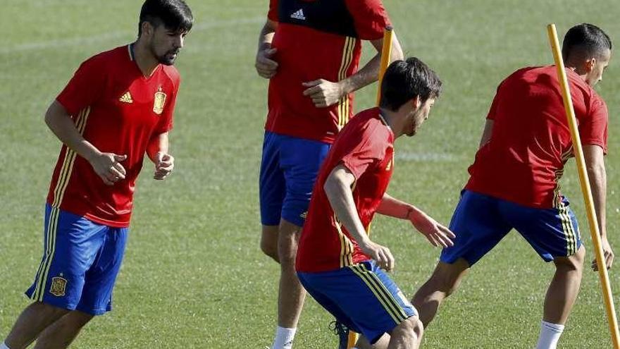 Saúl Ñíguez y Thiago vuelven al grupo