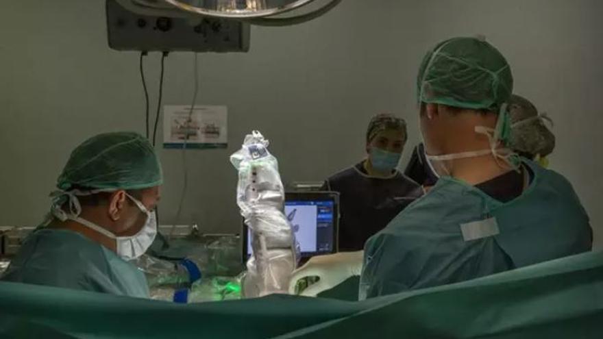 El primer robot de columna vertebral de l'estat espanyol arriba a les 50 operacions