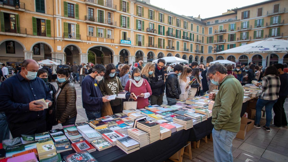 Sant Jordi arranca en Palma animado y con buen ritmo de ventas