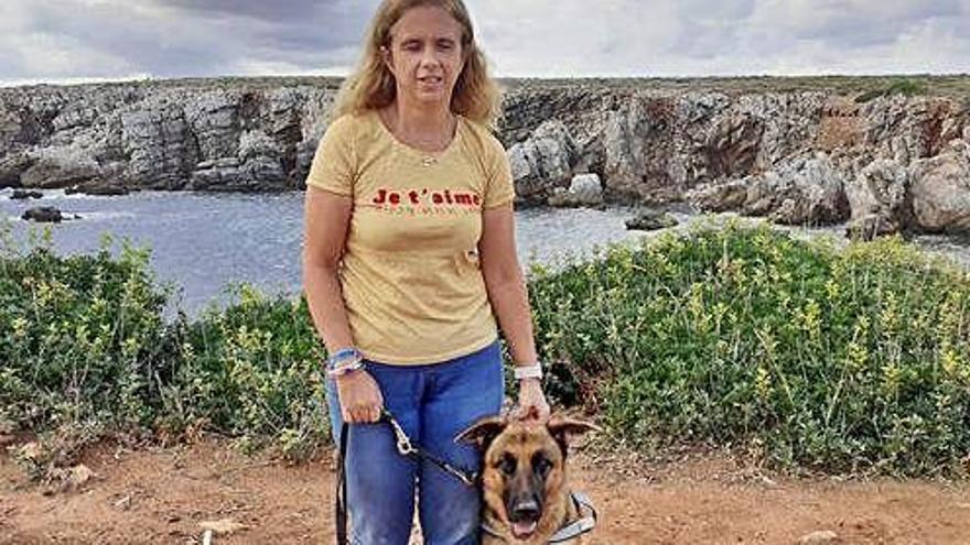 Una tienda echa a la presidenta de la ONCE balear por ir con su perro