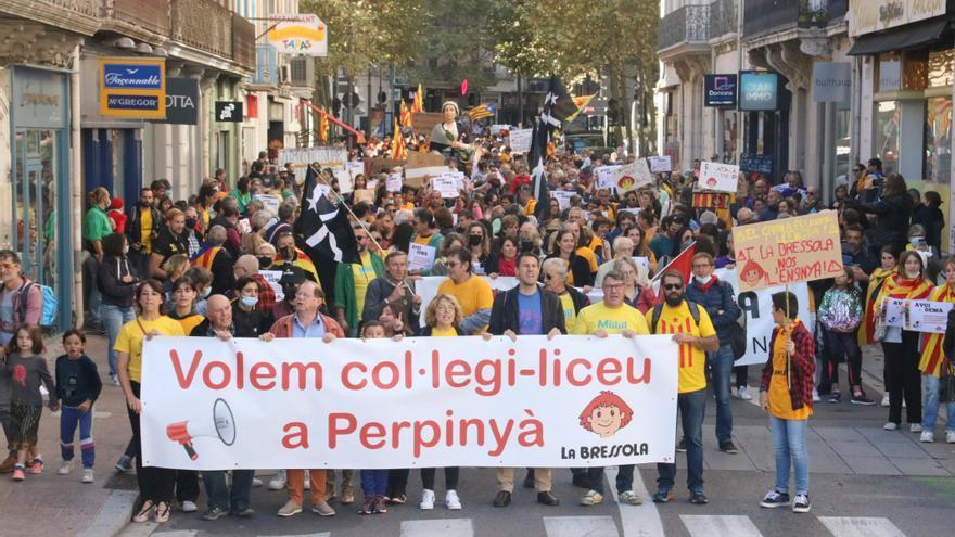 Centenars de persones protesten a Perpinyà pel bloqueig de l'Ajuntament al projecte del col·legi-liceu de la Bressola