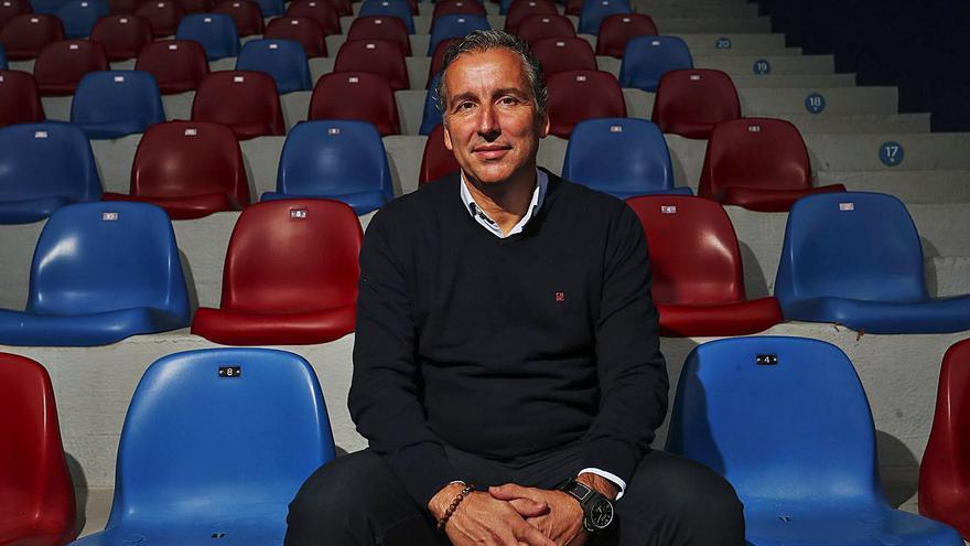 """Javier Pereira: """"El fútbol que me gusta de verdad es el vertical y el que mira a portería"""""""